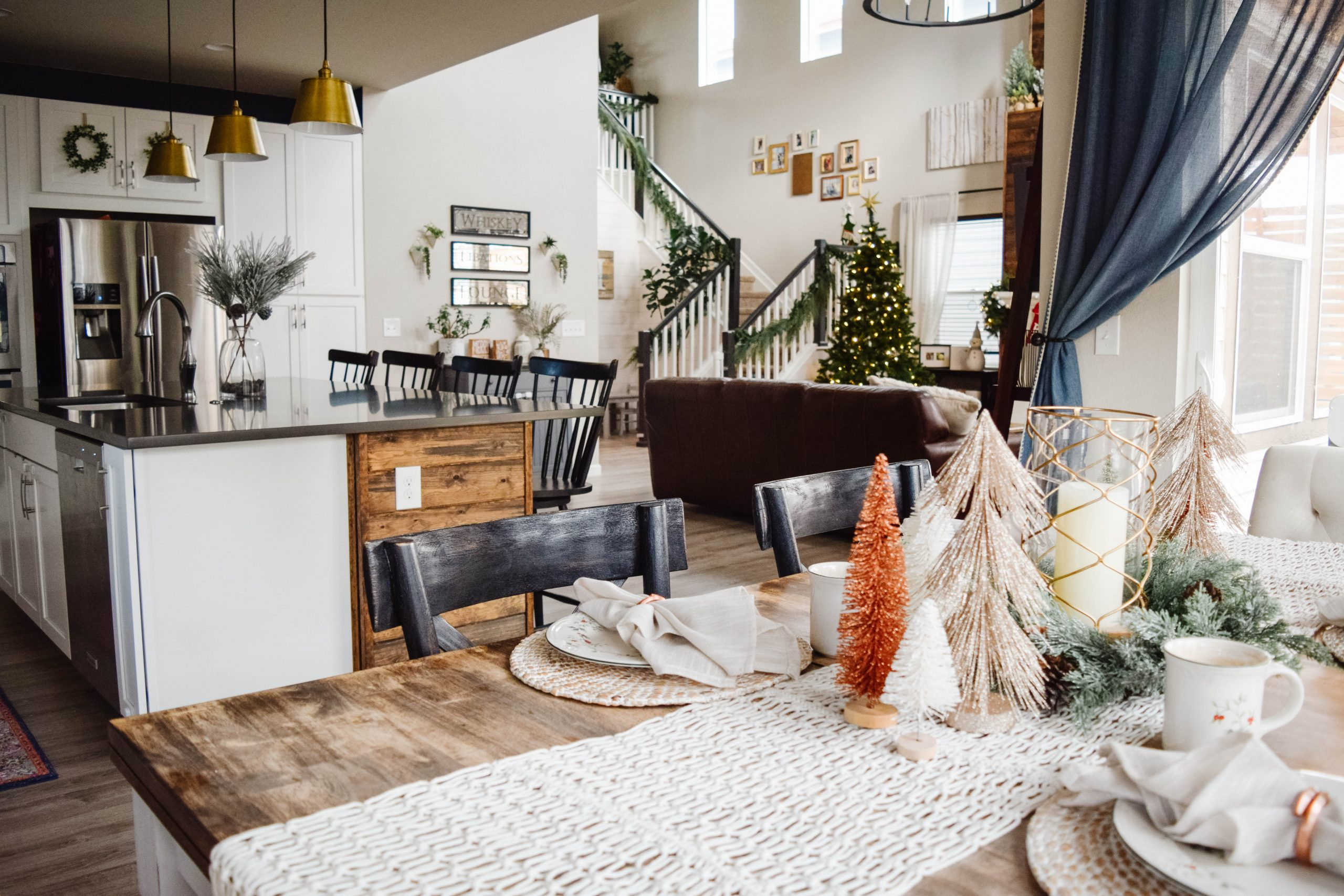 Christmas Tablescape and Dining Room Decor