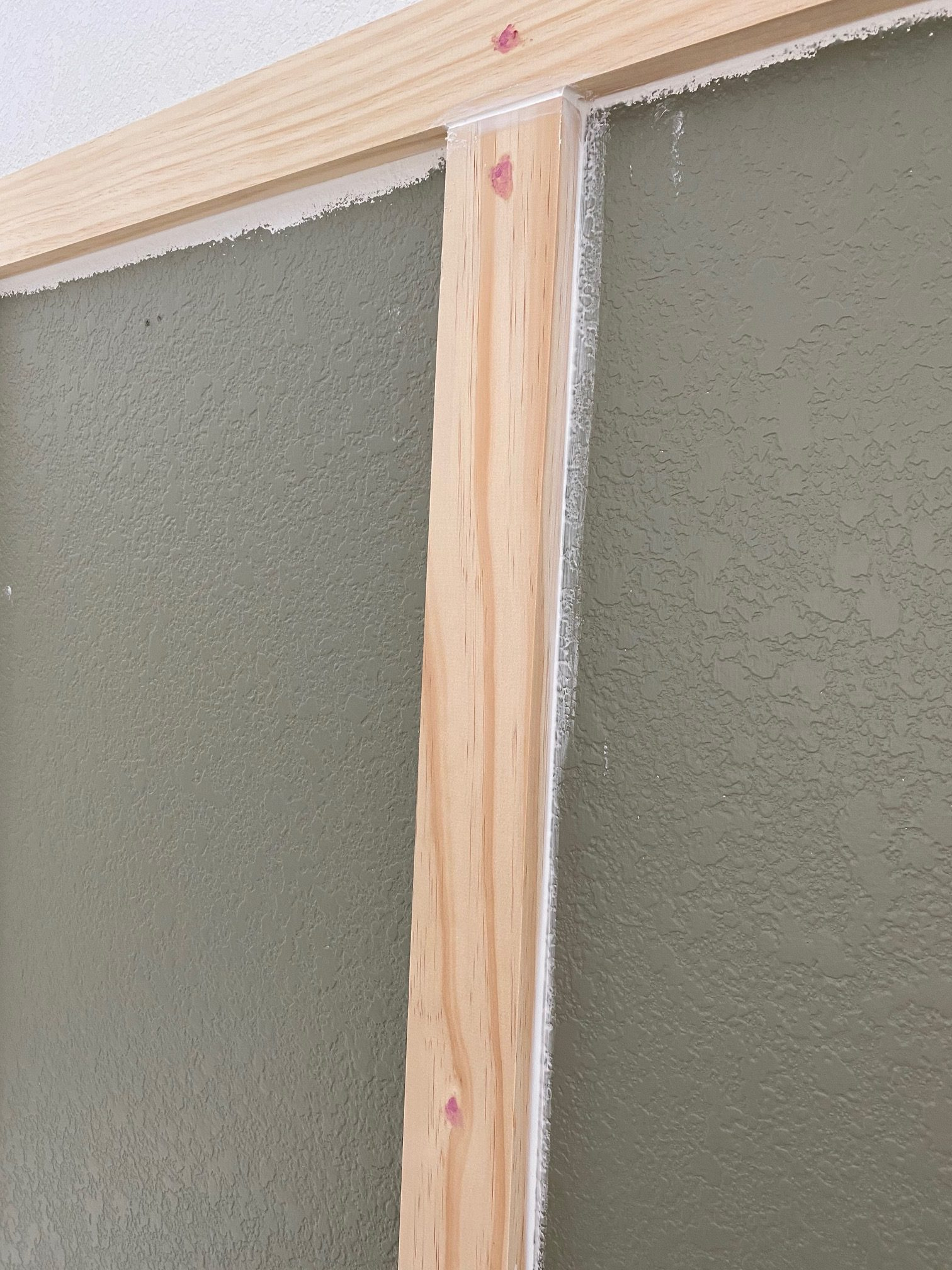 Board and Batten - A simple tutorial on how to DIY board and batten the easy way! Spackling the nail holes