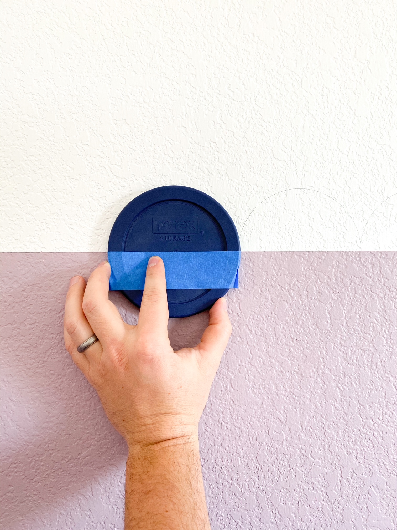 tracing a lid to create scalloped wall