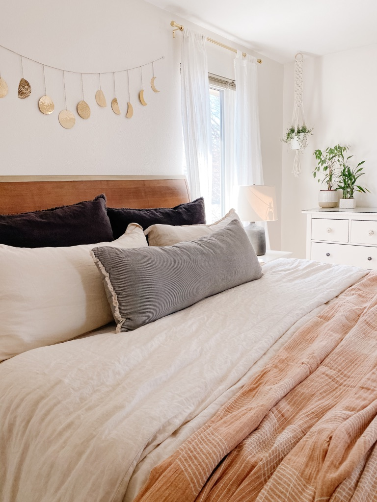 Tips for how to style your bed for Spring! Also sharing my favorite affordable spring bedding ideas from Target! #springbedding #springbedroom #springbeddingbedroomideas #springbedroomdecor